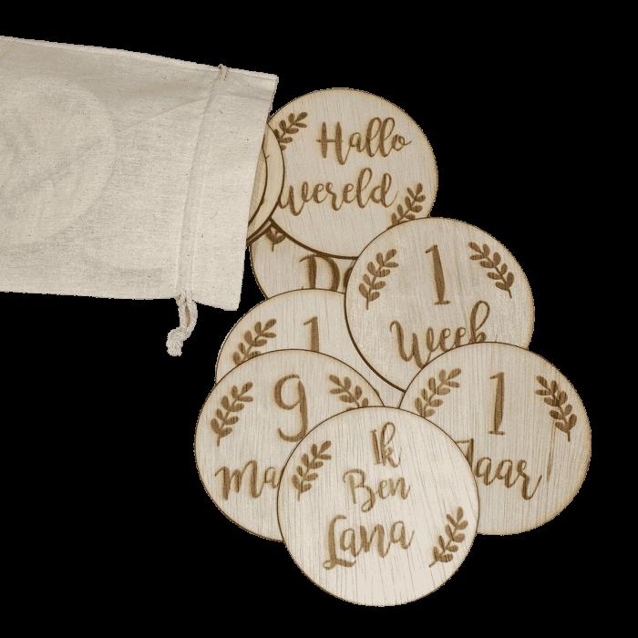 Mijlpaal schijven baby blaadjes met naam en zak